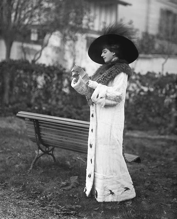 Mata Hari at the racetrack, 1911